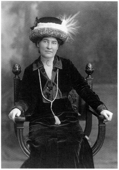 Photo of Willa Cather in 1911 or 1912.