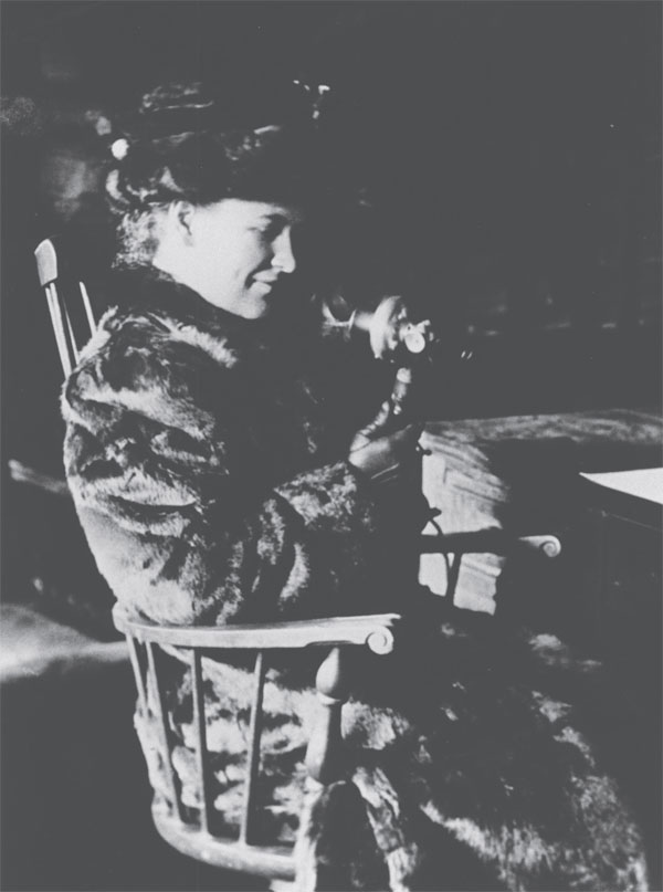 Photo of Willa Cather c.1910, when she was managing editor at McClure's Magazine.