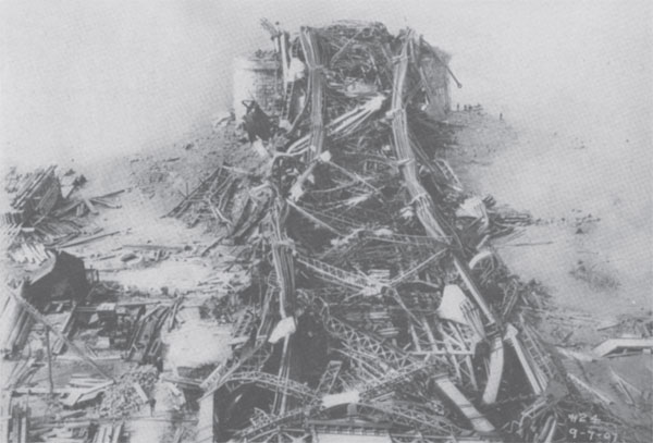 Photograph of the Quebec Bridge after its collapse.
