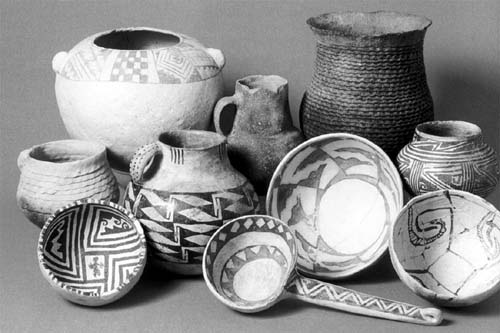 Picture of Anasazi and Tusayan pottery. Photo by John Blom. Reprinted with permission from Southwestern Pottery: Anasazi to Zuni (Flagsaff: Northland, 1996) 39